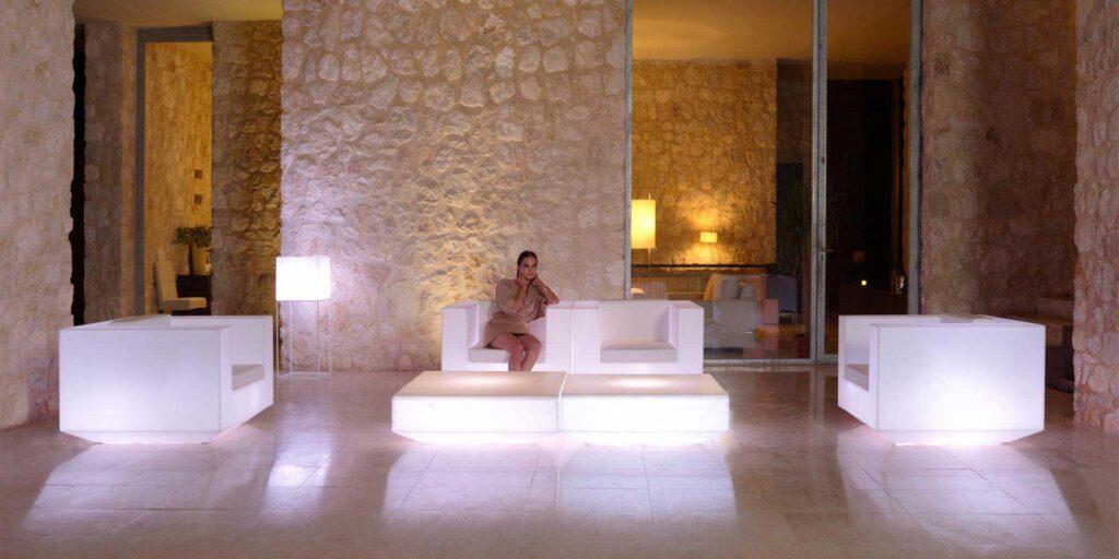 design-outdoor-light-up-furniture-sofa-clubchair-coffeetable-vela-ramonestve-vondom-1